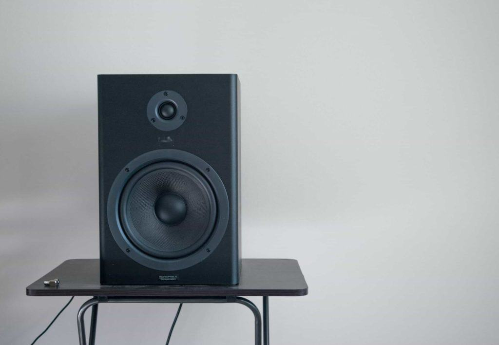 Picture of a speaker on a table.